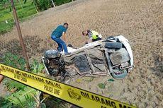 Dihantam Kereta dan Terseret 30 Meter, Honda Jazz Ringsek, Sopir Lecet-lecet