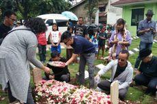 Personel Project Pop Kunjungi Makam Oon