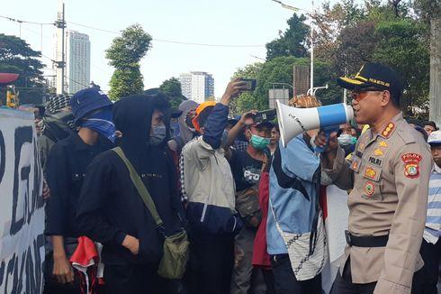 Polisi Tanya Siapa Korlap Demo di Palmerah, Pelajar Tak Jawab dan Terus Bernyanyi