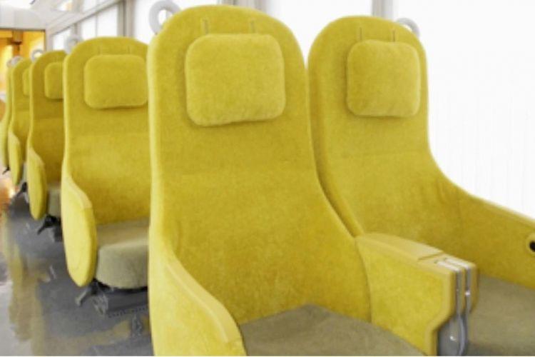 Kursi penumpang kereta Laview.