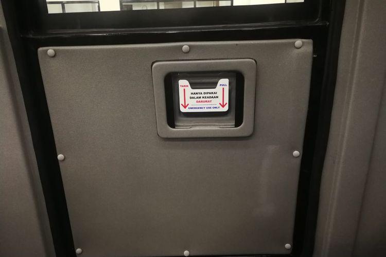Pintu darurat bus