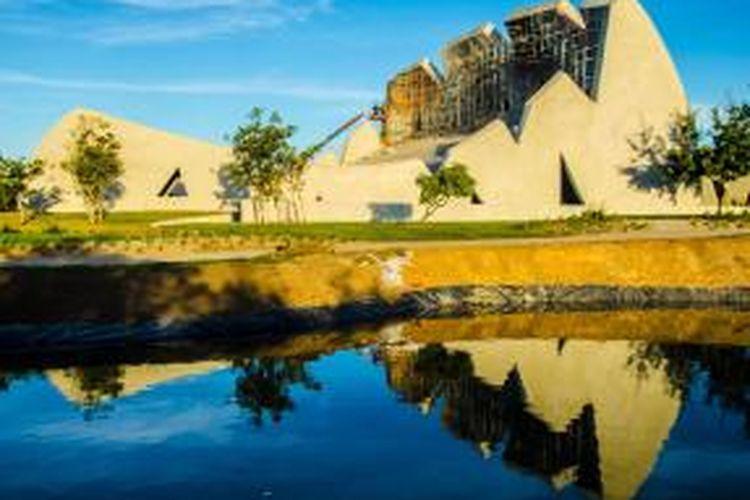 Auditorium yang dibuat dari beton dan berbentuk unik karya studio arsitektur Valentiny HVP Architects ini dibuat khusus untuk festival musik tahunan di Trancoso, Brazil.