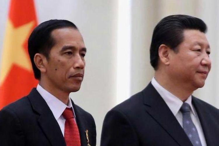Presiden Joko Widodo (kiri) bersama Presiden China Xi Jinping saat upacara penyambutan kenegaraan di Great Hall of the People di Beijing, Kamis (26/3/2015).