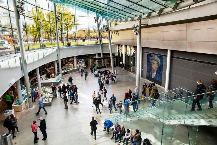 Interior Vincent Van Gogh Museum di Amsterdam, Belanda, (4/2017).