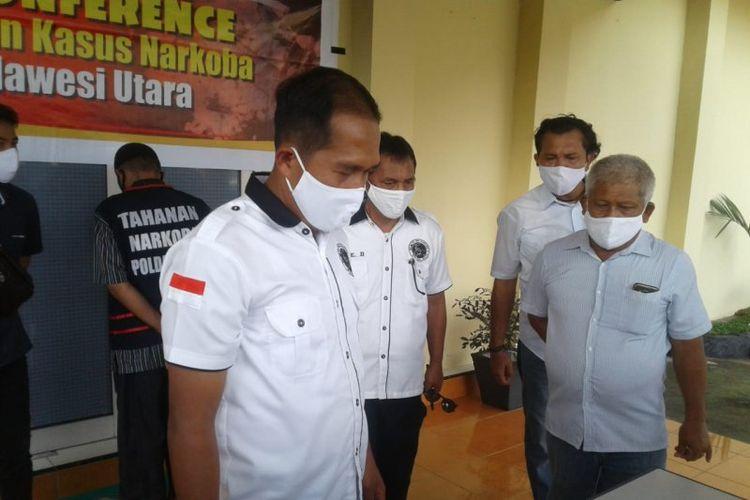 Wadir Resnarkoba Polda Sulut saat memberikan keterangan kepada wartawan.