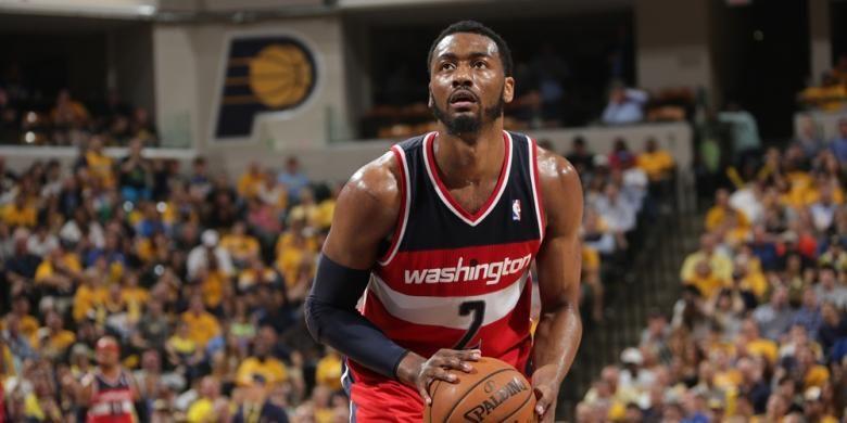 Pemain Washington Wizards, John Wall, bersiap melakukan tembakan bebas saat menghadapi Indiana Pacers pada laga kelima semifinal Wilayah Timur di Bankers Life Fieldhouse, Selas (13/5/2014). Wizards menang 102-79.
