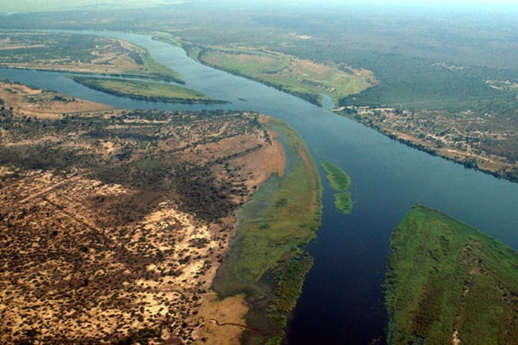 Foto udara tangkap sungai Zambesi di persimpangan Namibia, Zambia, Zimbabwe dan Botswana, Afrika Selatan. Para ahli yakin, di sinilah awal mula kehidupan manusia modern.