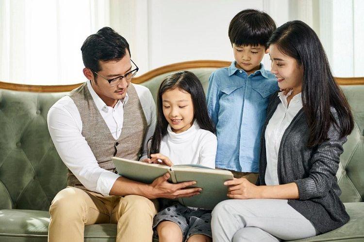 Orangtua berperan besar dalam meningkatkan minat baca anak.