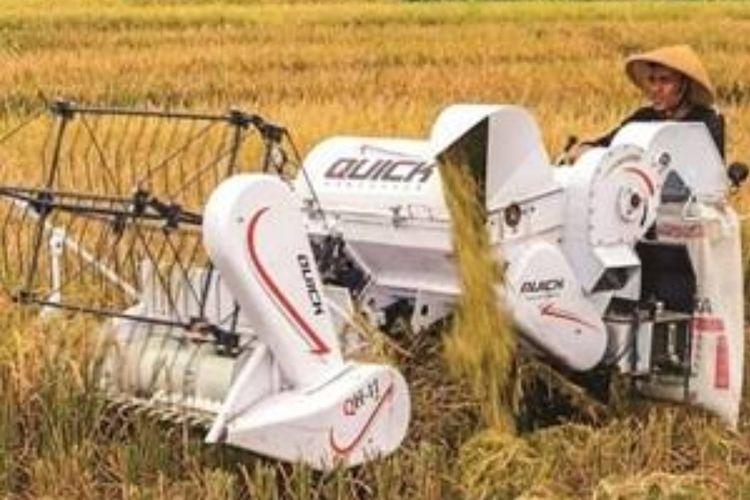 Mesin combine harvester asal Jepang ini tersedia dalam tipe dorong dan tipe kemudi dengan lebar pemotongan dan mesin yang bervariasi.