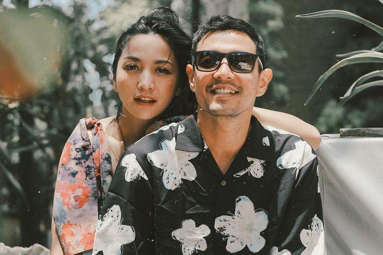 Hesti Purwadinata dan suaminya, Edo Borne.