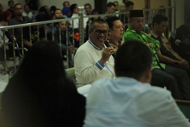 Bupati Muara Enim Ahmad Yani dihadirkan menjadi saksi dalam kasus suap proyek fee pembangunan untuk terdakwa Robi Okta Fahlevi di Pengadilan Negeri Kelaa 1A Palembang, Selasa (3/12/2019). Dalam sidang itu, Ahmad Yani membantah menerima suang sebesar Rp 12,5Miliar serta dua unit mobil jenis Lexus dan Tata.