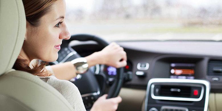 Ilustrasi pengemudi wanita