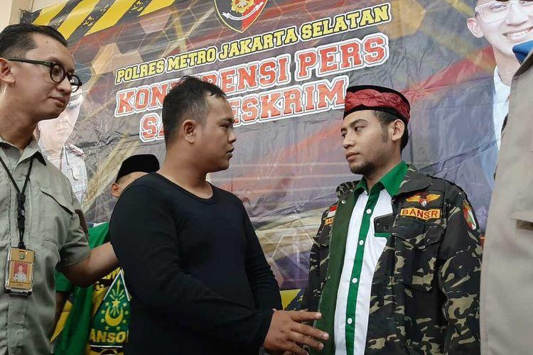 Pelaku persekusi, H minta maaf kepada perwakilan anggota Banser NU di Mapolres Metro Jakarta Selatan, Kamis (12/12/2019)
