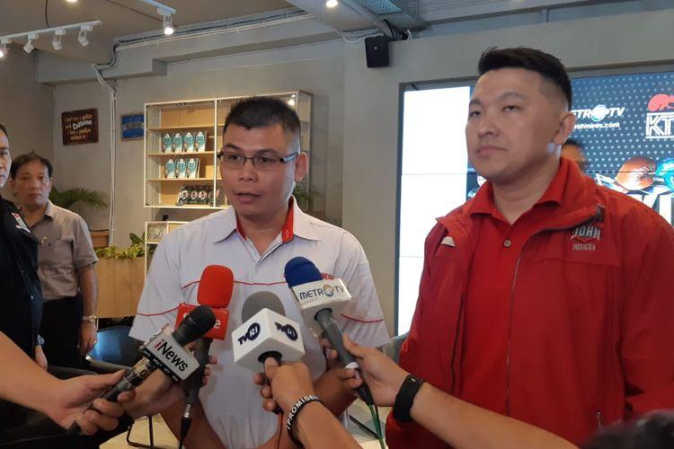 Mantan petinju Chris John (kiri) saat menghadiri konferensi pers Boxing Championship 2019 di Jakarta, Selasa (5/11/2019).