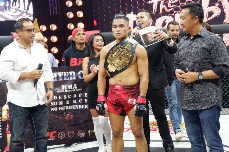 Juara kelas ringan MMA One Pride Pro Never Quit Jeka Saragih.