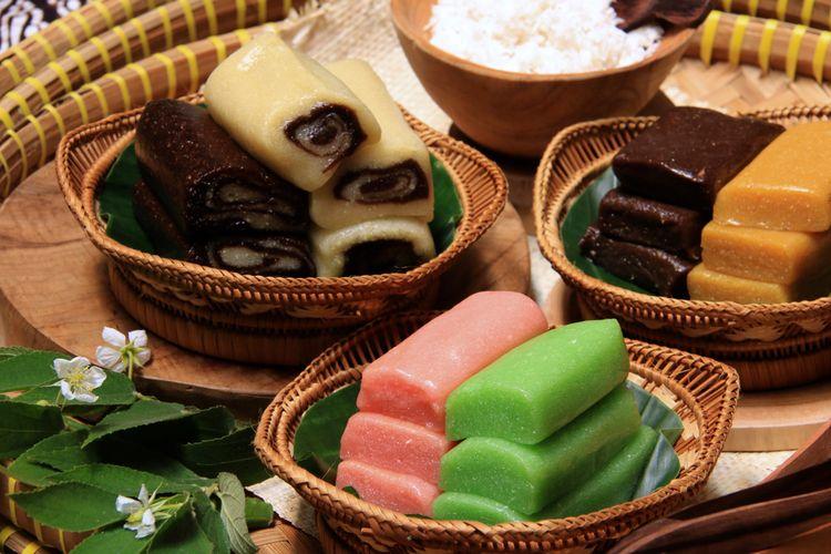 ilustrasi getuk magelang, salah satu jajan pasar beragam warna.