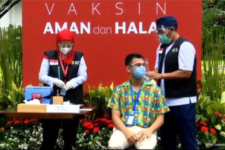 Pembawa acara Raffi Ahmad menjalani vaksin Covid-19 tahap kedua, Rabu (27/1/2021).