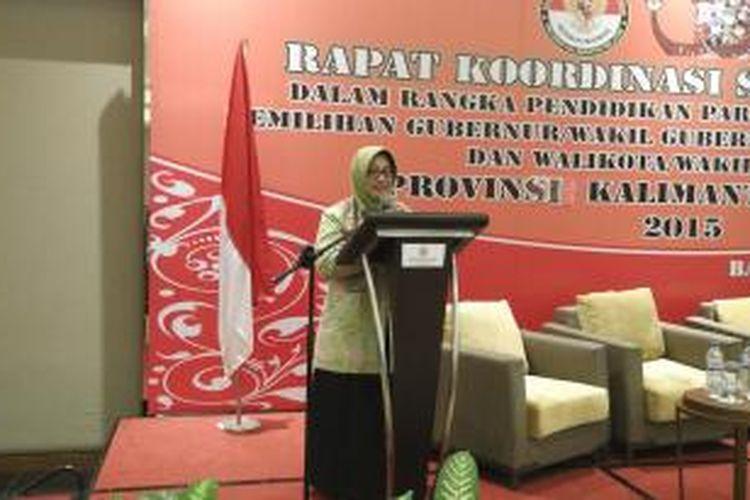 Komisioner Bawaslu Endang Wihdatiningtyas membuka Rakor Stakeholder di Banjarmasin, Kalimantan Selatan, Senin (5/10/2015).