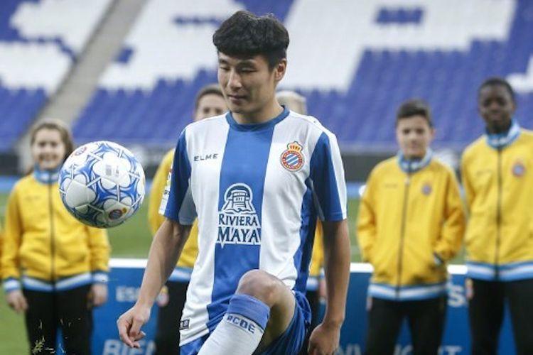 Wu Lei diperkenalkan sebagai pemain baru Espanyol di Stadion RCDE, 29 Januari 2019.