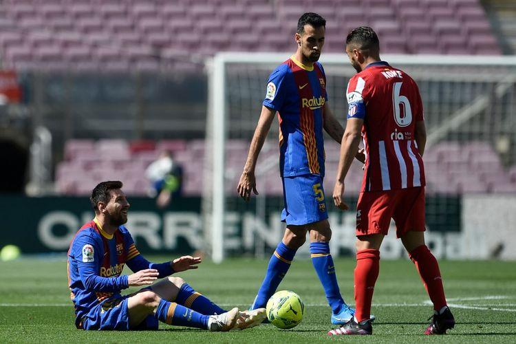 Lionel Messi bereaksi setelah menerima pelanggaran pada laga kontra Atletico Madrid. Barcelona bermain imbang 0-0 dengan Atletico Madrid pada laga lanjutan Liga Spanyol di Camp Nou, Sabtu (8/5/2021).