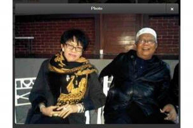 Foto Ketua Majelis Syuro Partai Keadilan Sejahtera Hilmi Aminuddin (kanan) dan perempuan yang disebut-sebut sebagai Bunda Putri marak beredar di internet.