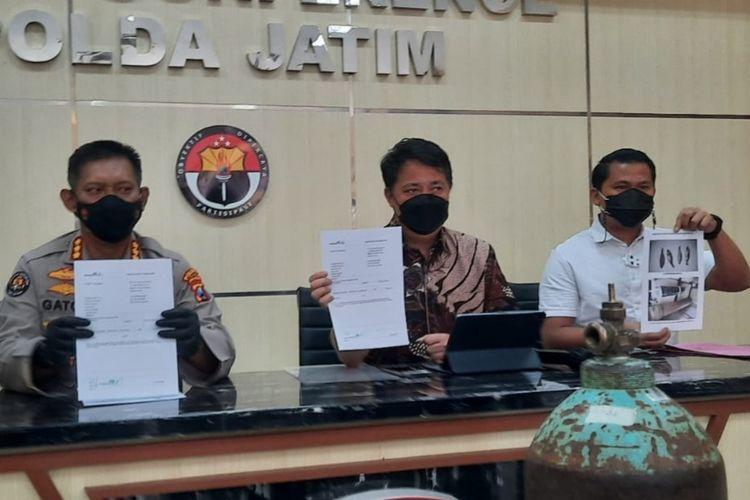 Satuan Tugas Penegakan Hukum Aman Nusa II Polda Jatim menjelaskan fakta soal dugaan peredaran tabung oksigen di Mapolda Jatim Jumat (23/7/2021).