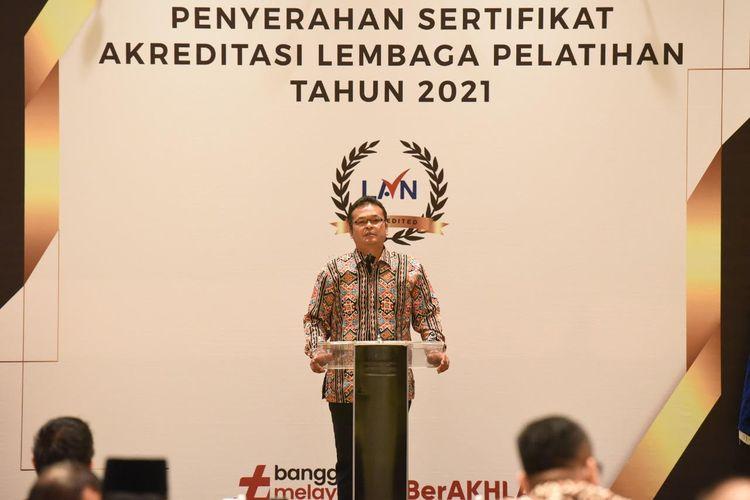Kepala Lembaga Administrasi Negara (LAN) Adi Suryanto saat memberikan sambutan pada acara Penyerahan Sertifikat Akreditasi Lembaga Pelatihan Tahun 2021? di Ballroom Hotel Ayana Midplaza, Selasa (14/9/2021).