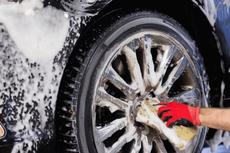 Cara Murah Merawat Pelek Mobil, Cukup Modal Air Bersih