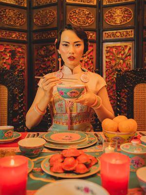 Koleksi Zen Tableware X Ghea Panggabean yang terinspirasi dari budaya Peranakan