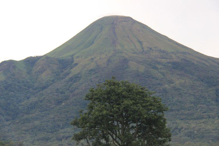 Gunung Arjuno di Jawa Timur.