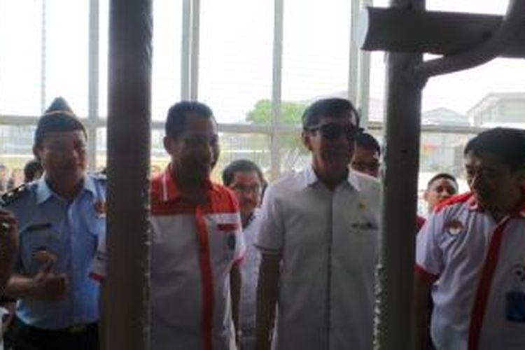 Menteri Hukum dan HAM Yasonna H Laoly dan Kepala BNN Budi Waseso meninjau lapas Gunung Sindur di Bogor, Jawa Barat, Kamis (14/10/2015).