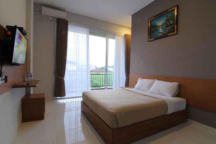 Kamar tipe Superior di penginapan Hotel Mandari, Buleleng, Bali.