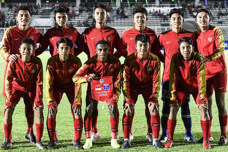 Pemain Timnas U-16 Indonesia berfoto bersama sebelum pertandingan melawan Timnas Kepulauan Mariana Utara U-16 pada laga kualifikasi Piala AFC U-16 2020 di Stadion Madya, Jakarta, Rabu (18/9/2019). Timnas U-16 Indonesia berhasil menang telak dengan skor 15-1 atas Mariana Utara.