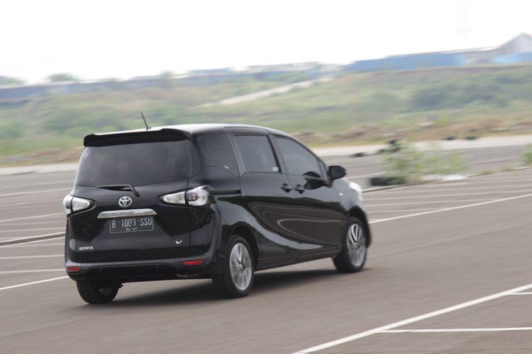 Toyota Sienta Varian V dengan kursi wheelcab jadi salah satu pilihan MPV dengan akses lengkap bagi disabilitas