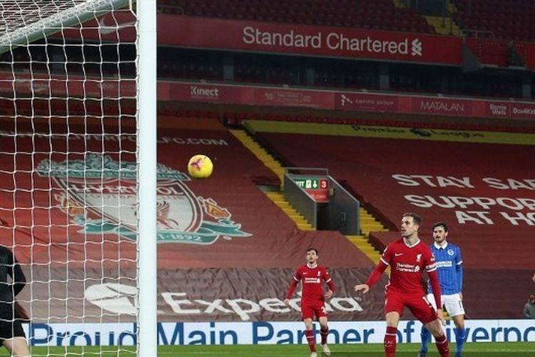 Proses gol gelandang Brighton & Hove Albion Steven Alzate ke gawang Liverpool pada laga lanjutan pekan ke-22 Liga Inggris 2020-2021 di Stadion Anfield, Rabu (3/2/2021) atau Kamis dini hari WIB.