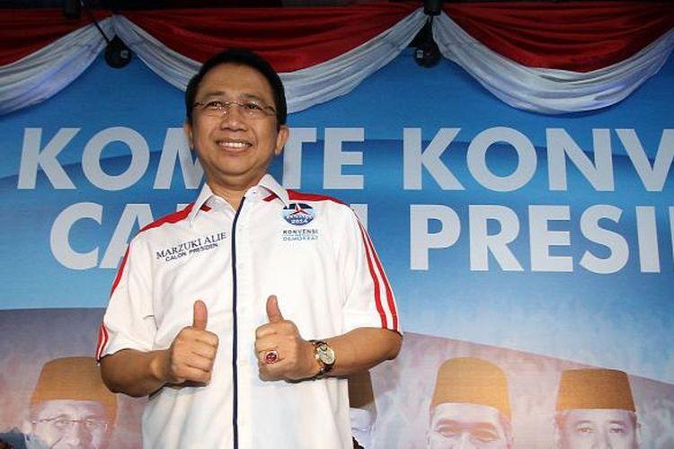 Peserta Konvensi Partai Demokrat yang juga Ketua DPR RI, Marzuki Alie, usai memaparkan visi dan misinya dalam Konvensi Demokrat Tahap II di Jakarta, Kamis (9/1/2014). Peserta konvensi lain yang juga menyampaikan pidato politiknya pada hari ini yaitu Dino Patti Djalal dan Anies Baswedan. TRIBUNNEWS/DANY PERMANA
