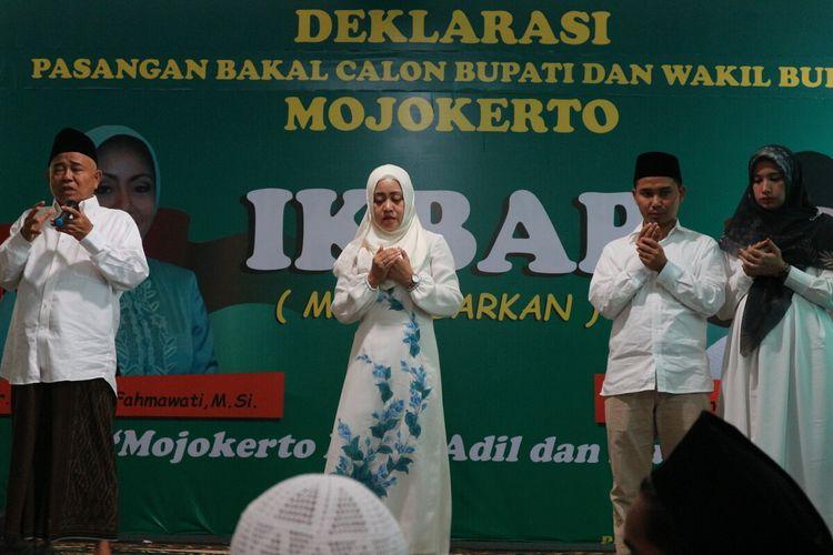 Deklarasi pasangan Ikhfina Fahmawati - Muhammad Albarraa, menyongsong perhelatan Pilkada Kabupaten Mojokerto 2020, di Pesantren Amanatul Ummah, Pacet, Kabupaten Mojokerto, Jawa Timur, Senin (27/1/2020).