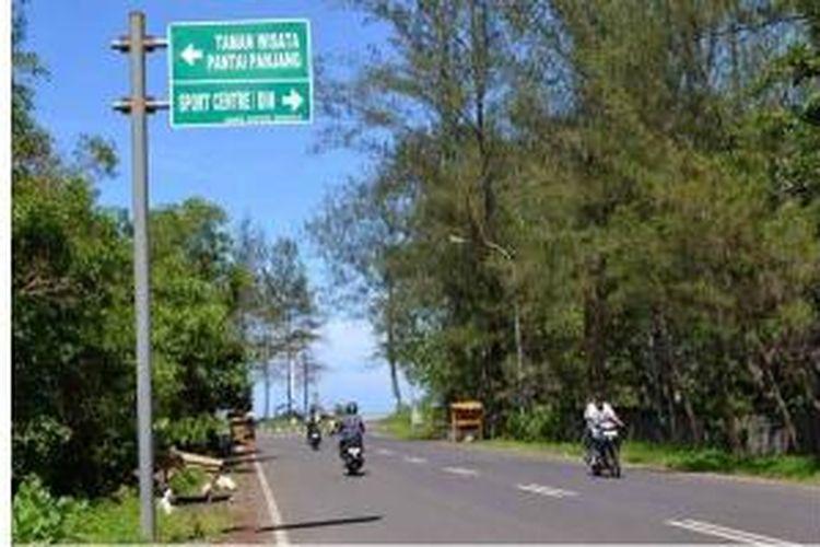 Salah satu pintu masuk menuju kawasan pantai panjang Bengkulu