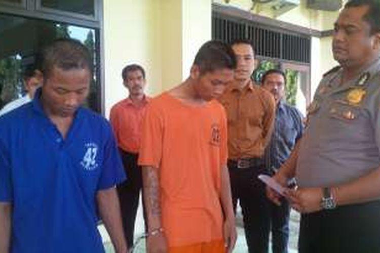 Kapolres Pekalongan AKBP Roy Ardia Candra menginterogasi dua dari tujuh komplotan begal pemuda.
