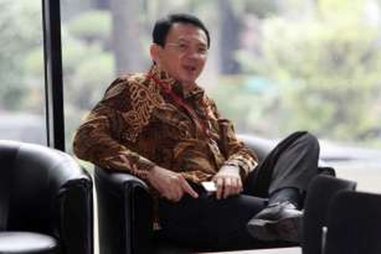 Gubernur DKI Jakarta Basuki Tjahaja Purnama (Ahok) tiba di gedung KPK, Jakarta, untuk memenuhi panggilan sebagai saksi, Selasa (12/4/2016). Ahok memberikan keterangan seputar pembelian lahan milik RS Sumber Waras oleh Pemprov DKI pada akhir 2014.