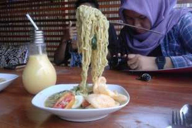 Mi Terbang, salah satu menu andalan Rumah Makan Kekinian di Bengkulu.