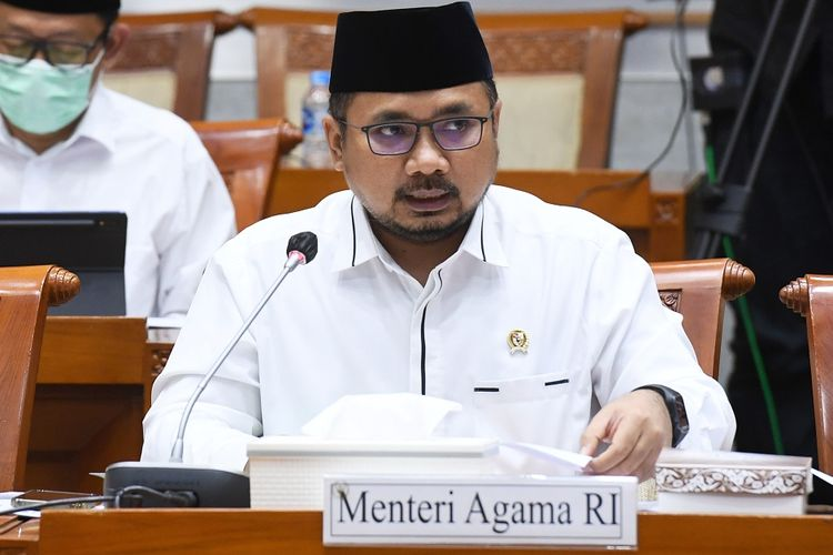 Menteri Agama Yaqut Cholil Qoumas menyampaikan pemaparan saat mengikuti rapat kerja dengan Komisi VIII DPR, di Kompleks Parlemen, Senayan, Jakarta, Senin (31/5/2021). Rapat kerja tersebut membahas tindak lanjut persiapan penyelenggaraan ibadah haji 1442 H dan isu-isu aktual lainnya. ANTARA FOTO/Hafidz Mubarak A/hp.