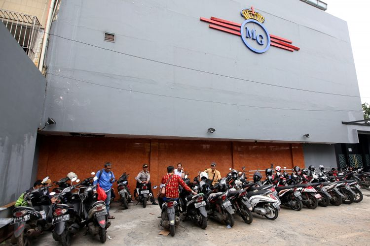 Suasana Diskotek MG International Club di Tubagus Angke, Jakarta Barat, Senin (18/12/2017). Tim BNNP dan BNN melakukan penggrebekan pada Minggu (17/12/2017) setelah terindikasi terdapat pabrik narkotika jenis shabu dan ekstasi cair yang terdapat di diskotek tersebut.