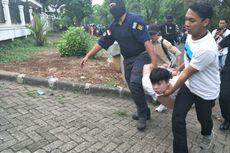 Polisi Gerebek Rumah Komplotan Penipu di Kebon Jeruk, Tersangka Kocar-kacir Loncat Pagar