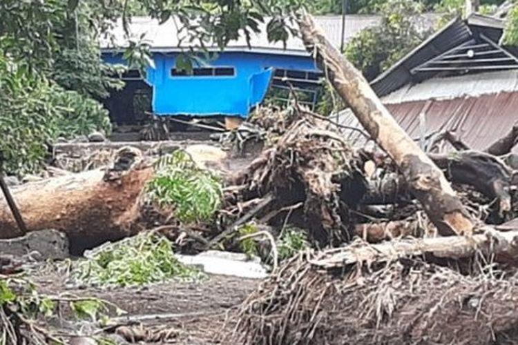 A house damaged by flood in Lembata Regency, East Nusa Tenggara on Sunday, April 4.