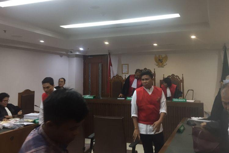 Rendy Bugis Petta Lolo, salah satu terdakwa kerusuhan 21-22 di PN Pusat, Senin (2/9/2019)).