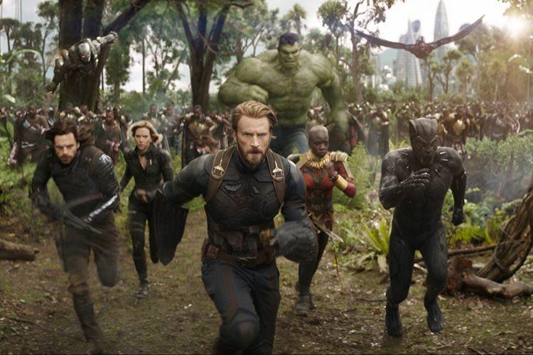 Don Cheadle, Chris Evans, Scarlett Johansson, Mark Ruffalo, Anthony Mackie, Chadwick Boseman, Sebastian Stan, dan Danai Gurira beraksi dalam Avengers: Infinity War (2018)