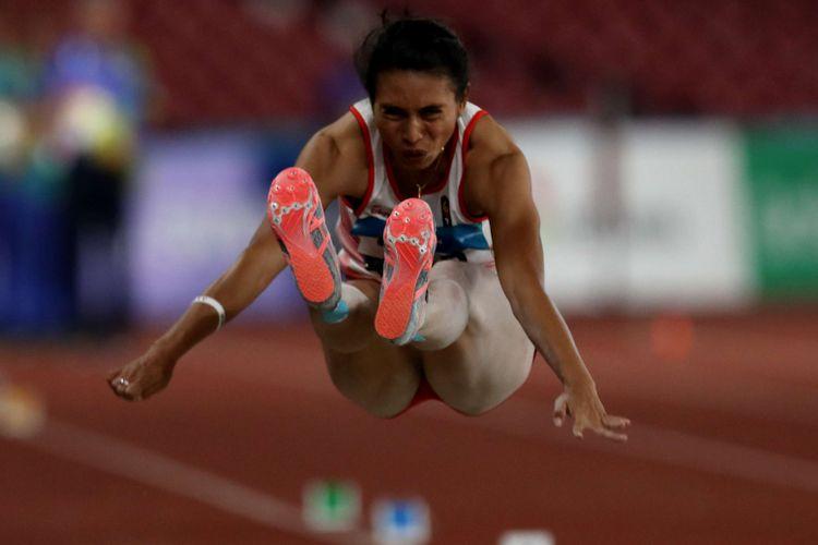 Atlet lompat jauh putri Indonesia, Maria Londa bertanding saat final Asian Games 2018 di Stadion Gelora Bung Karno Jakarta, Senin (27/8/2018). Ia gagal meraih medali.