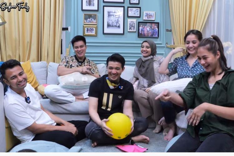 (Dari kiri searah jarum jam) Raffi Ahmad, Baim Wong, Irwansyah, Zaskia Sungkar, Nagita Slavina, Paula Verhoeven