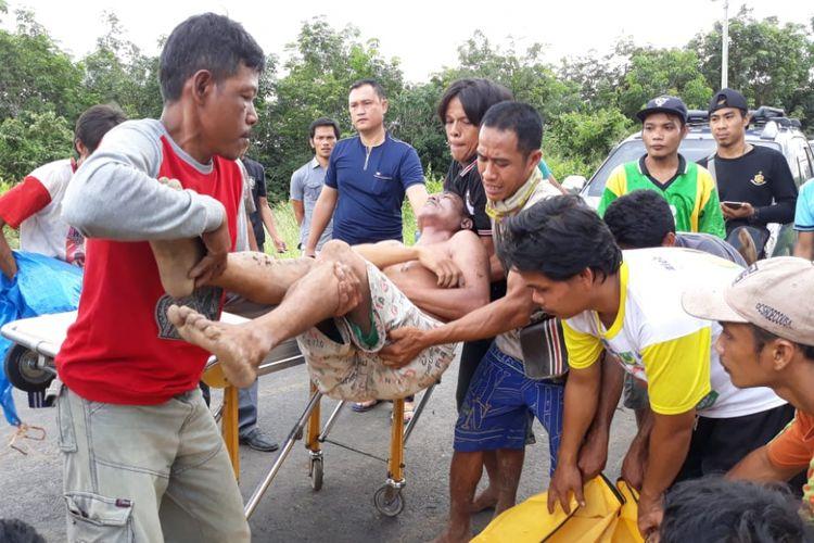Muhamad Teguh (43) yang ditemukan tewas tak jauh dari kebunnya usai tertembus oleh senapan angin miliknya sendiri.